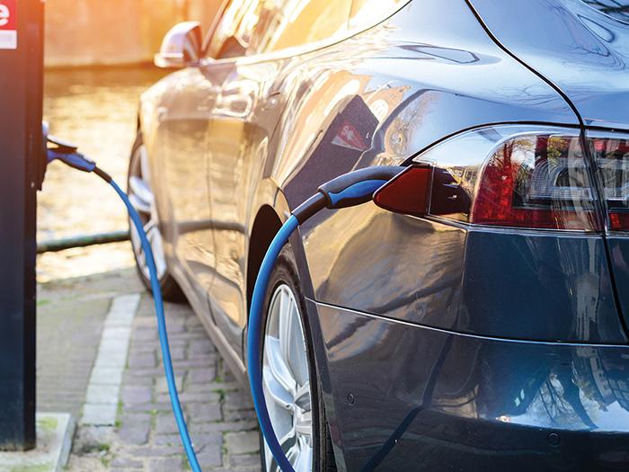 slideshow item Mikkelin MotoPaja on sertifioitu sähkö-  ja hybridiautojen autohuolto ja korjaamo